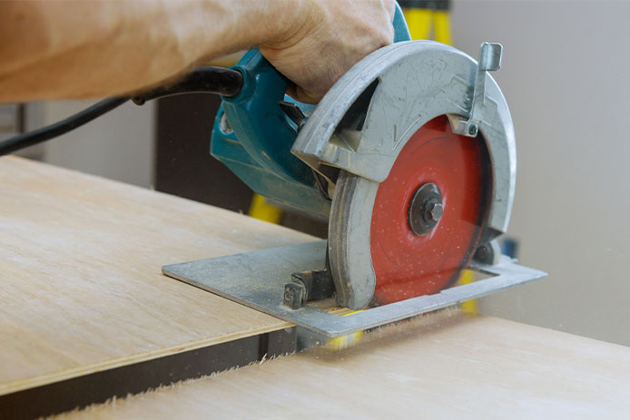 Cutting with saw